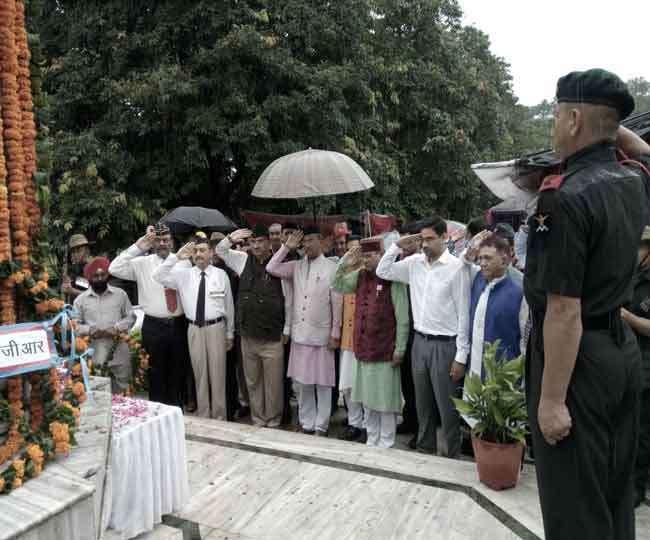 उत्तराखण्ड की राजधानी देहरादून में कांग्रेस पार्टी के श्री धस्माना ने कहा, शौर्य दिवस का सरपंच करने वाली भाजपा बताये लेप्टिनेंट जनरल हनुत सिंह समाधि स्थल का ताला कब खोलेगी