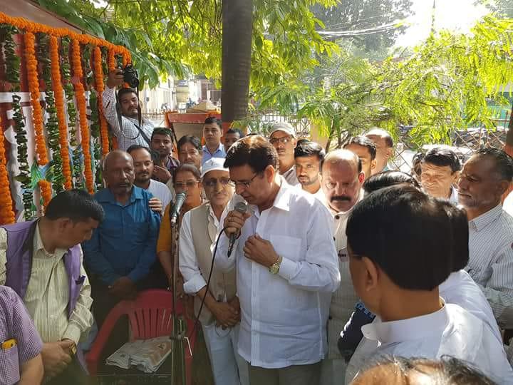 उत्तराखण्ड की राजधानी देहरादून में कांग्रेस पार्टी के कार्यकर्ताओं ने गाँधी शास्त्री जयन्ती को बड़ा धूमधाम से मनाया और रोड शो रैलियां निकाल कर आश्रम में फल वितरण किया