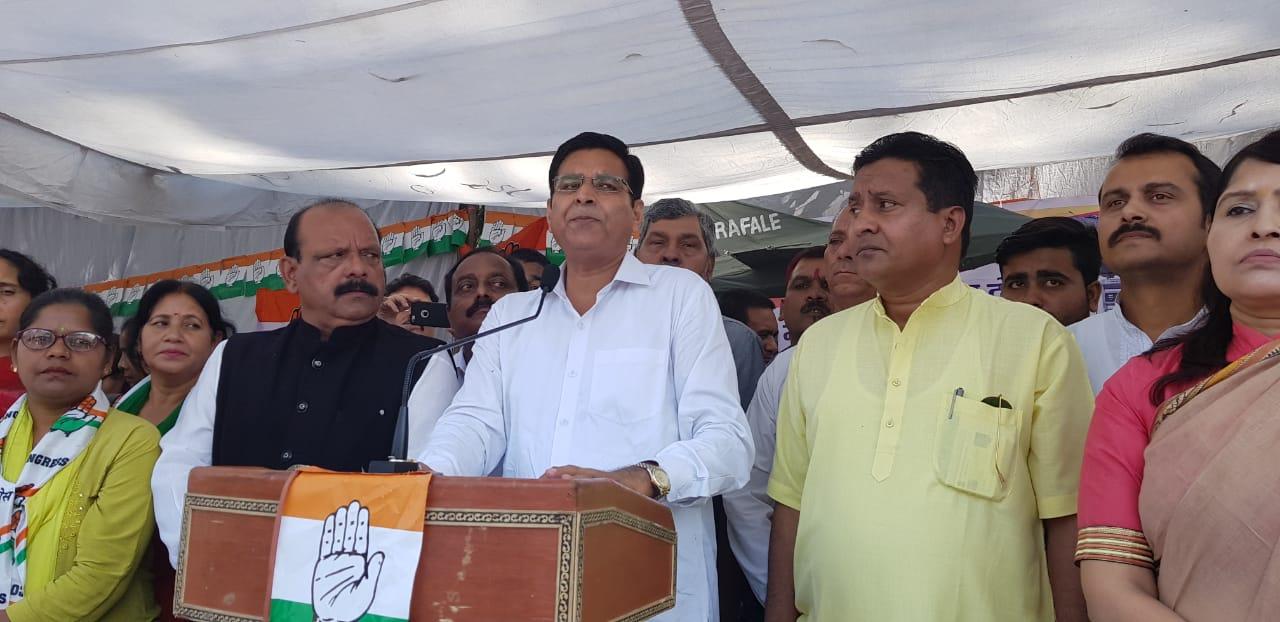 प्रधानमंत्री में नैतिक साहस है तो राफेल और मंहगाई के बारे में कांग्रेस के सवालों का जवाब दें- प्रीतम सिंह
