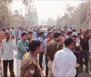 कानपुर में दर्दनाक सड़क हादसा, बाइक सवार पति पत्नि को ट्रक ने रौंदा – मौत