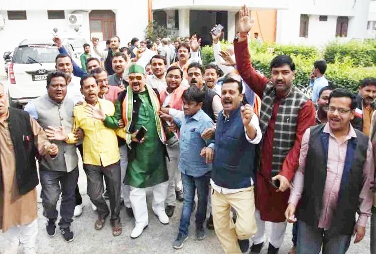 कानपुर में एक साथ 76 पार्षदों के स्तीफा से शहर में मचा हड़कम्प भ्रष्टाचार का लगाया आरोप