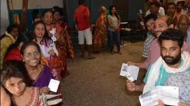 पटना-पिछले चुनाव की तरह बूथों पर दिखा वोटिंग ट्रेंड