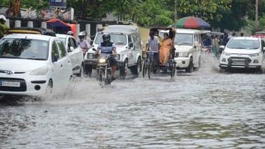 पटना-पटना में झमाझम बारिश, गलियां डूबीं, कई सड़कें भी लबालब