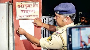 पटना-कसा शिकंजा: नोटिस देने पहुंची पुलिस, विधायक अनंत सिंह हुए फरार