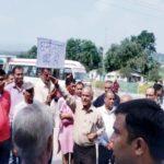 हिमाचल न्यूज़ हिमाचल में ईसाइयों पर हुआ अत्याचार बजरंग दल और हिंदू संगठन के लोगों ने प्रार्थना सभा मैं पहुंचकर किया हंगामा